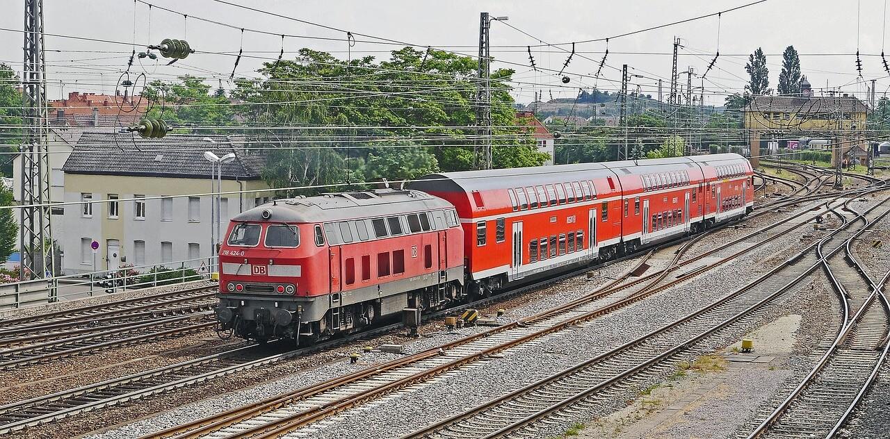 Den Wirtschaftsstandort Karlsruhe mit der Bahn erreichen